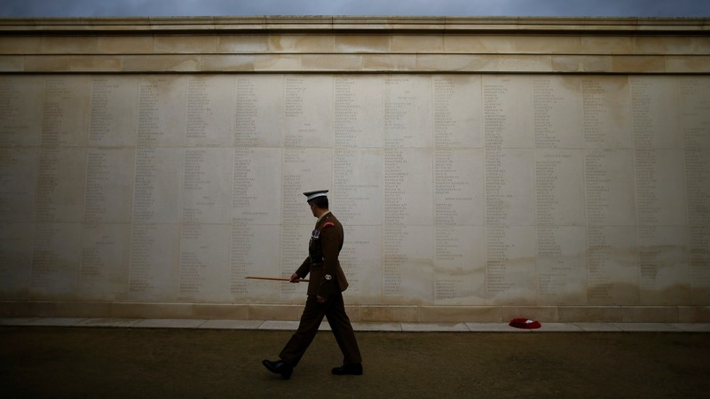 Silence held across Britain to commemorate war dead