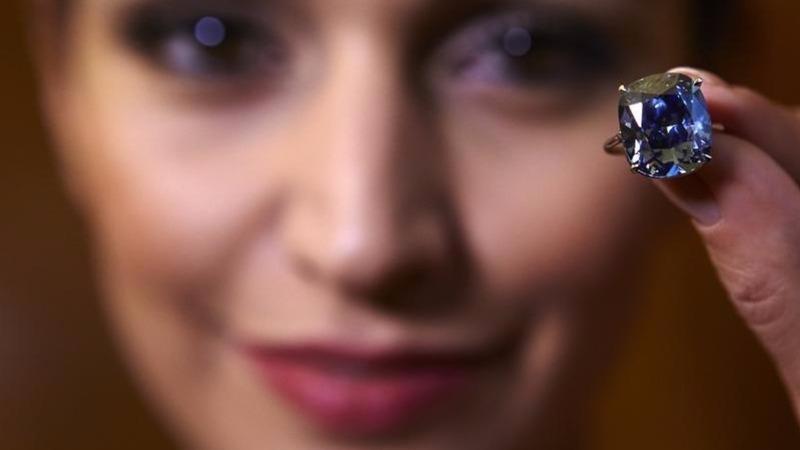 """Blue moon"" diamond sets auction record"