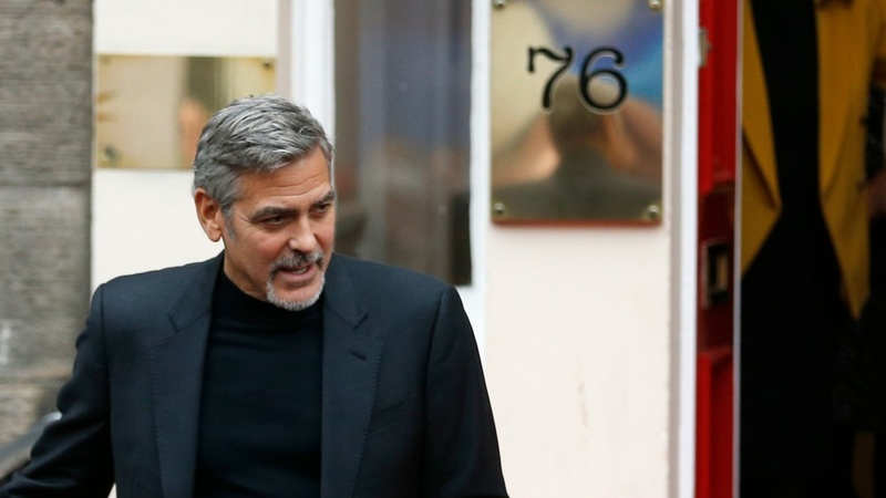 Clooney visits charity café in Edinburgh
