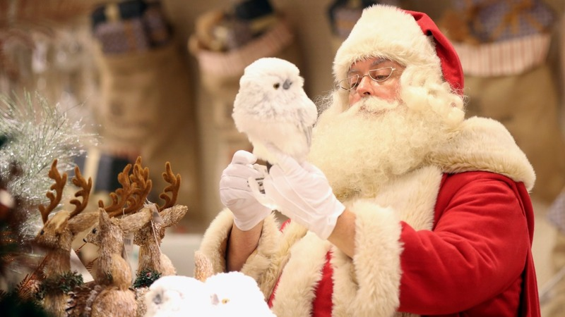 Britain leads a hesitant Europe in Xmas splurging