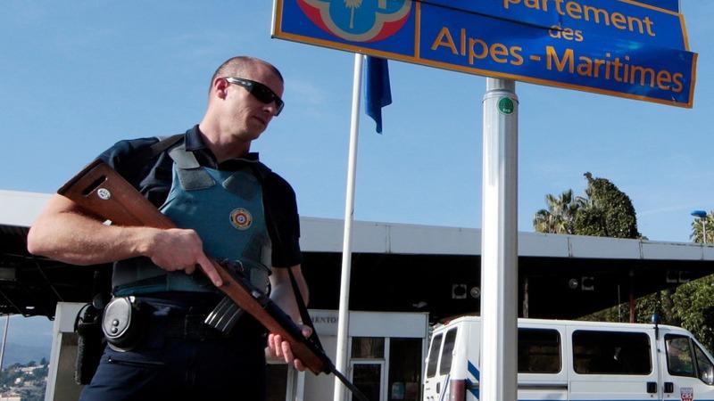 Paris carnage revives furious EU border row