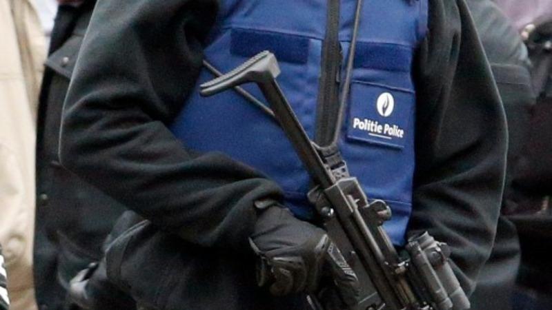 Police raid homes in hunt for Paris killers