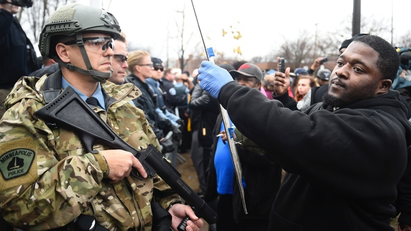 Protesters, police clash in Minneapolis