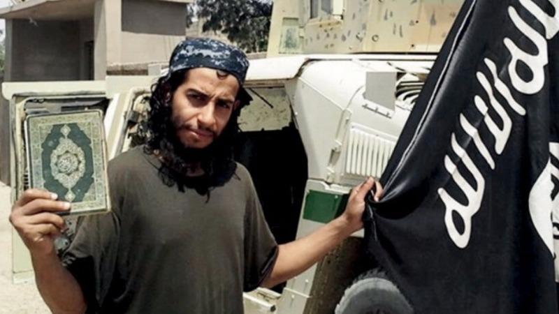 Paris suspect seen on metro CCTV