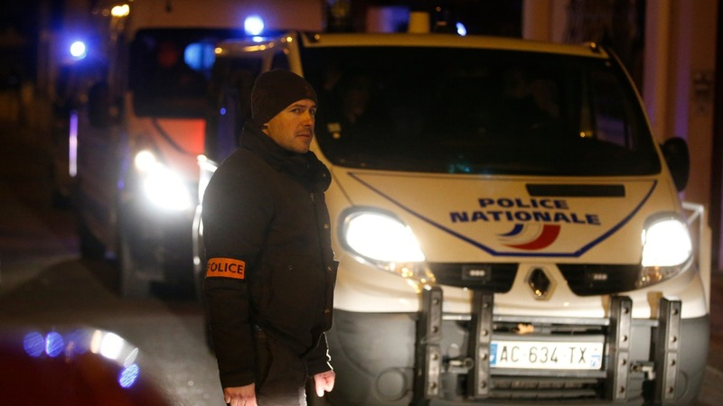 'Suicide belt' found in Paris suburbs