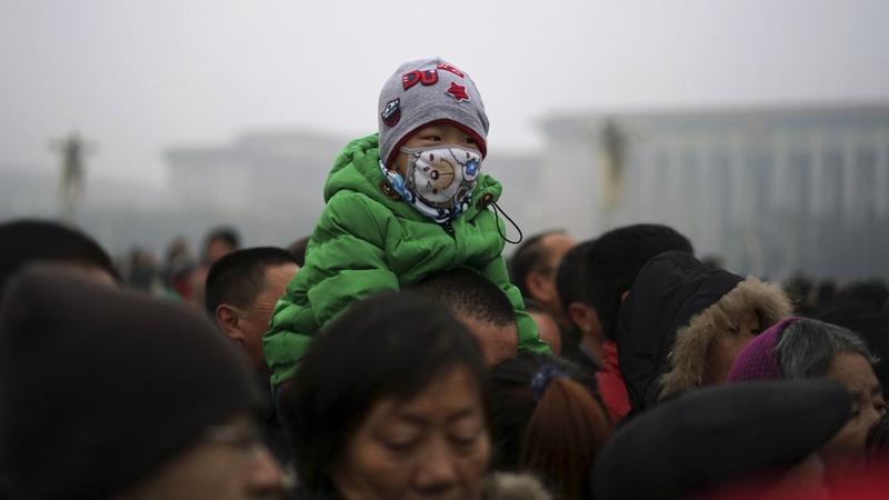 Beijing raises its first smog 'red alert'