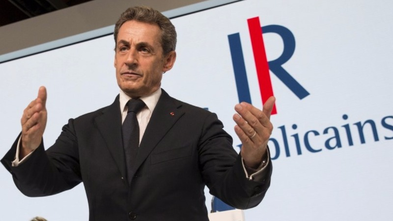 Sarkozy stumbling after leap to right