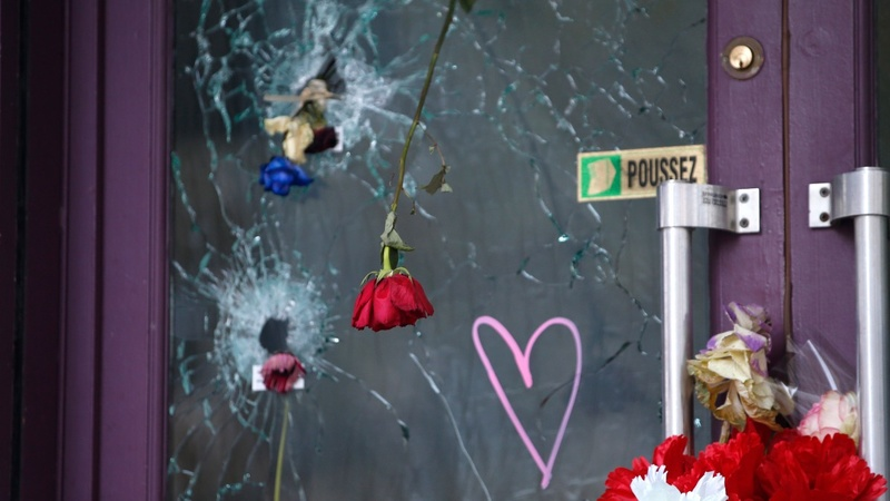 Paris mourns one month since attacks