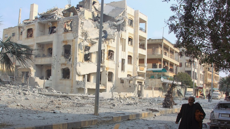 Suspected Russian strikes kill scores in Syria's Idlib