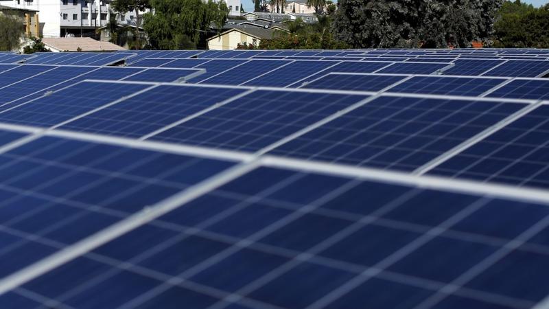 U.S. solar industry building a sunny image