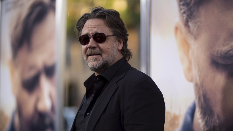 Russell Crowe slams airline over hoverboard ban