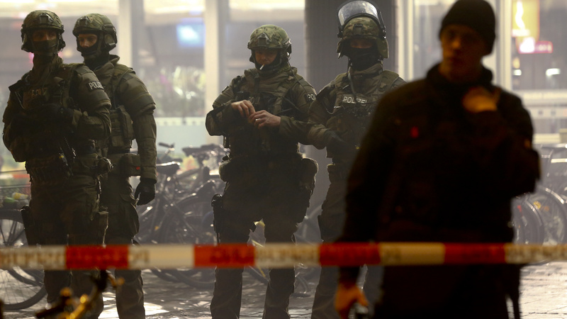 Munich stations evacuated after IS threat