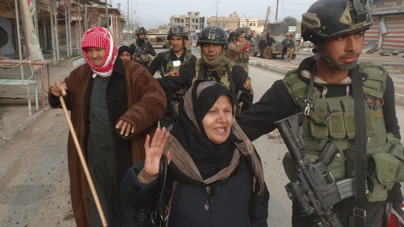 "Families evacuate ""liberated"" Ramadi"