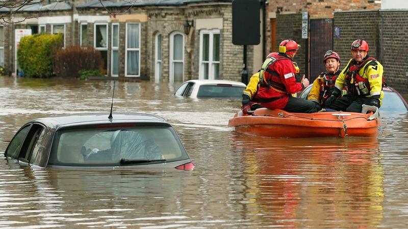 Cameron pledges £40mln for flood defences
