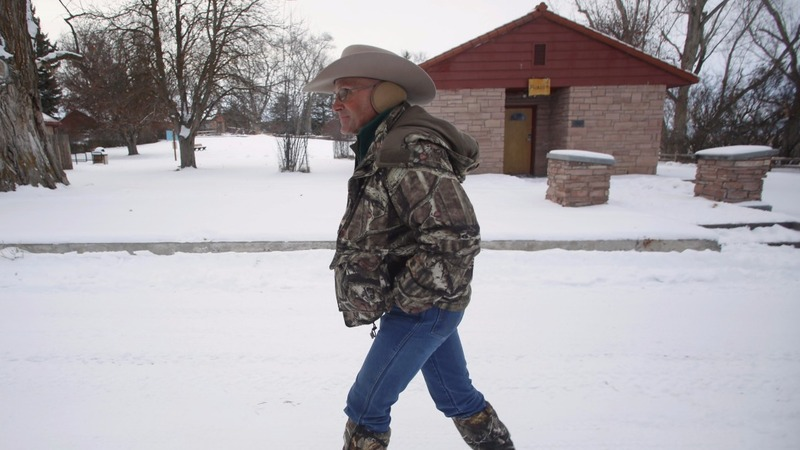 Oregon refuge standoff enters third day