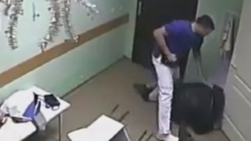 Russian doctor charged for patient punch