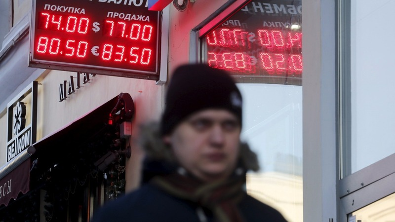 Russia markets tumble on China, oil worries