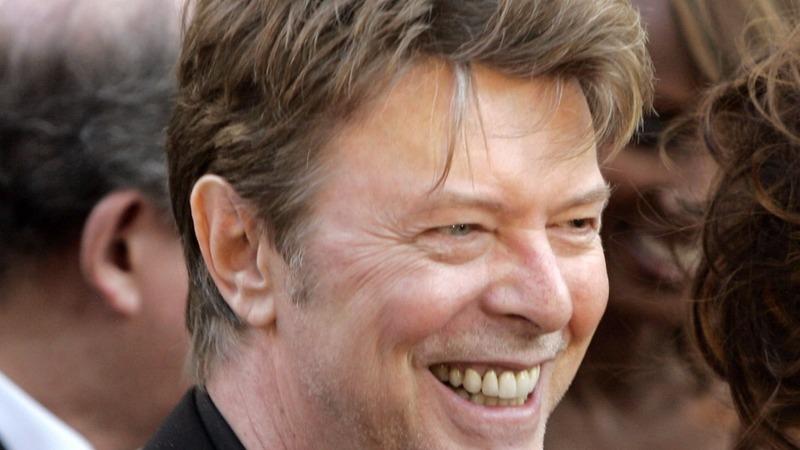 World mourns pop icon David Bowie
