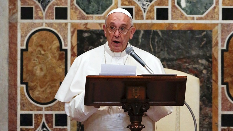 Pope says Europe can cope with migrants