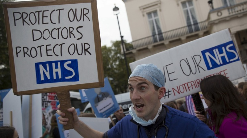 English doctors strike for first time in 40 years