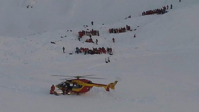 Alps avalanche kills schoolkids