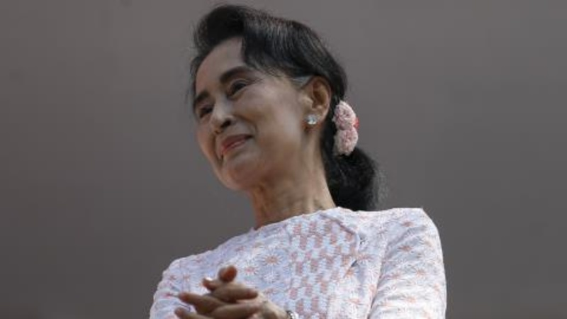 Myanmar's Suu Kyi keeps cool before handover
