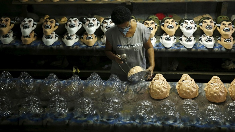 Carnival cuts as recession hurts Brazil