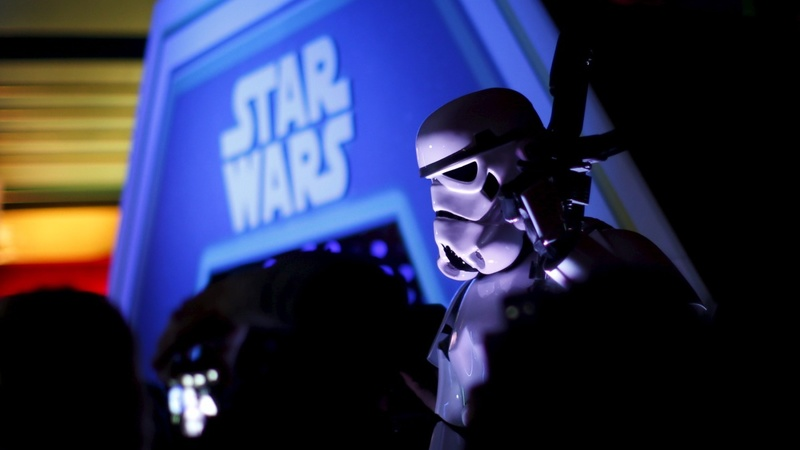 Disney pushes next 'Star Wars' movie back