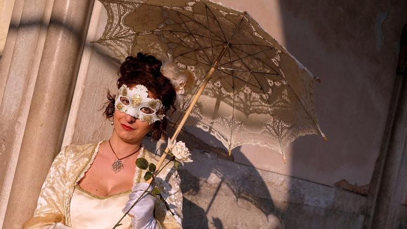 Carnival kicks off in Venice