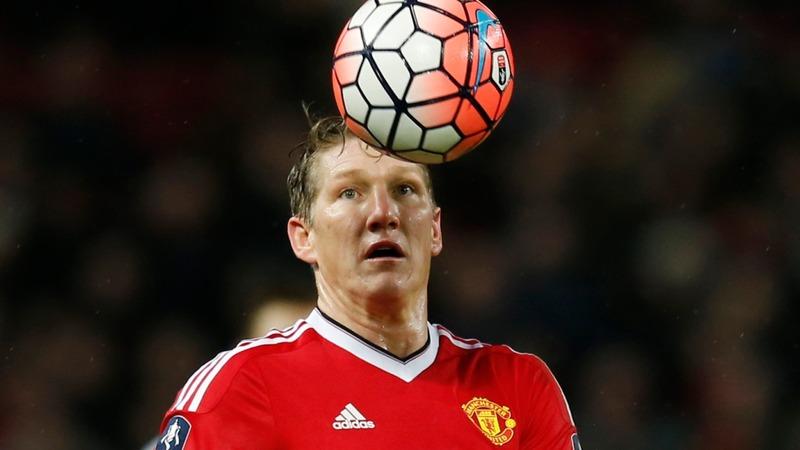 English clubs break transfer spending record