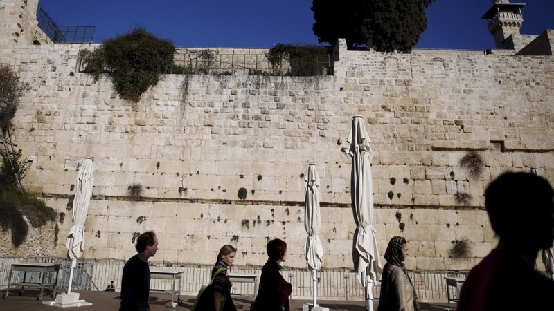 Israel approves mixed-sex prayer at holy site