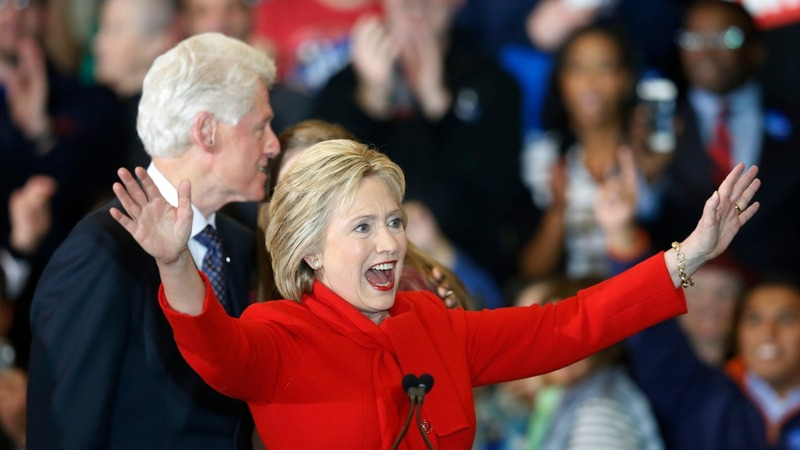Clinton's Iowa scare an opening for Sanders