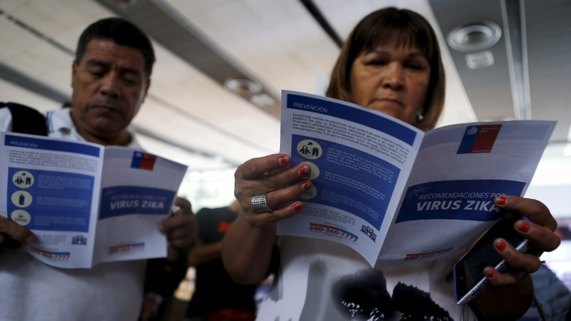 U.S. airlines offer to reassign crew on Zika-hit routes