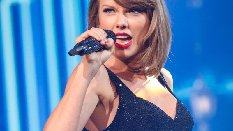 Taylor Swift moves into mobile gaming