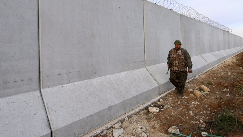Turkey seals borders against Islamic State
