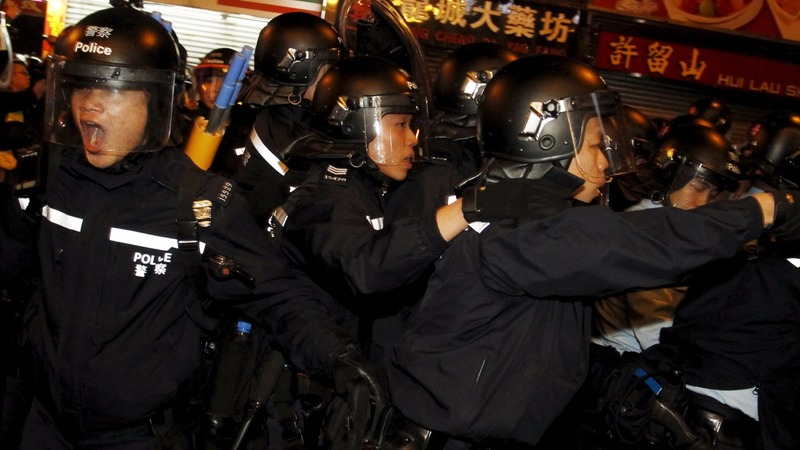 HK police fire warning shots in street clash