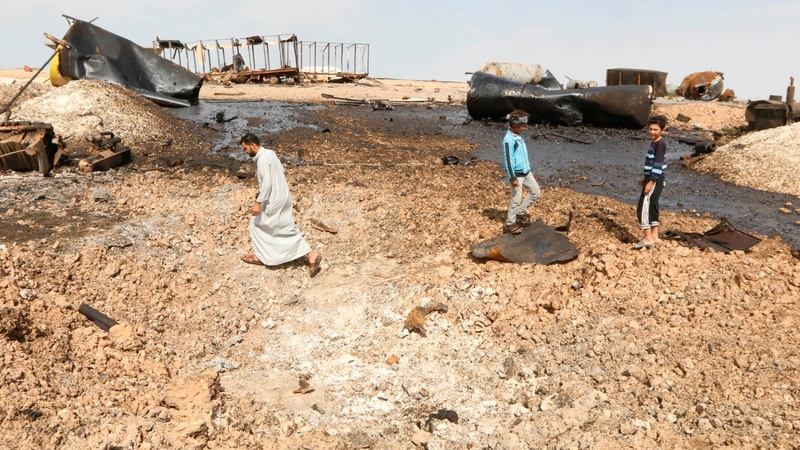 Air strikes force IS to 'halve' fighters' pay