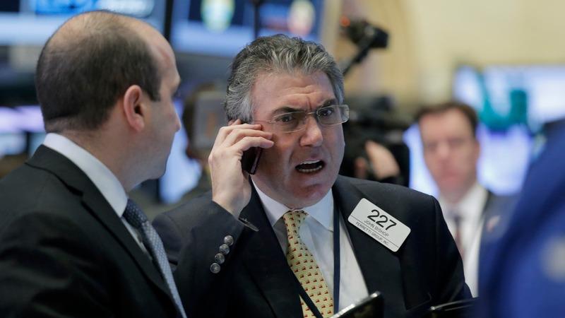 Escalating economic fears spark stock slump, gold binge