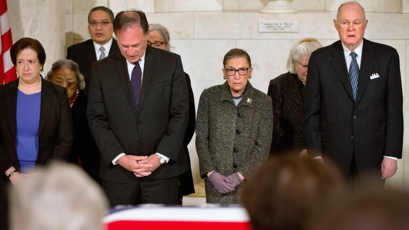 Obama pays respects to Antonin Scalia