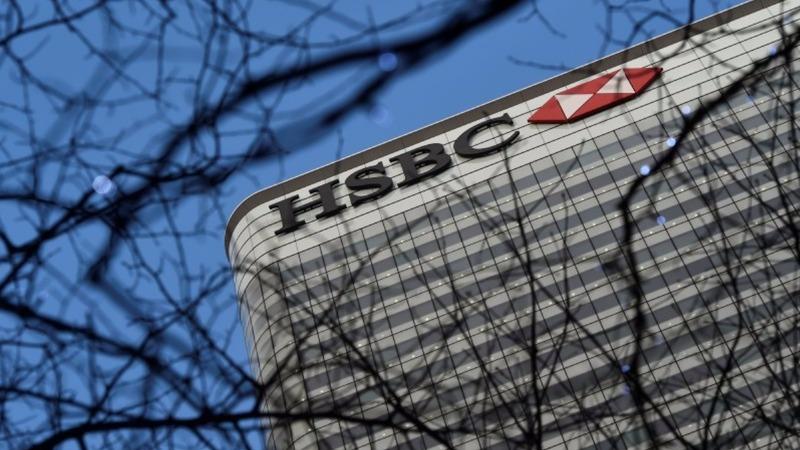 HSBC profits flat as CEO hunt begins