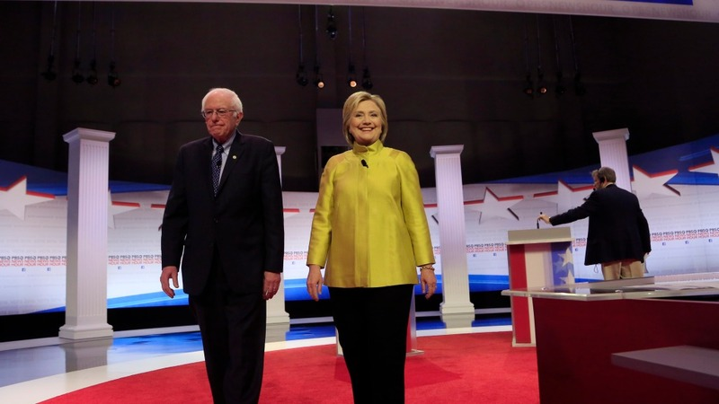 'Superdelegates' give Clinton early edge