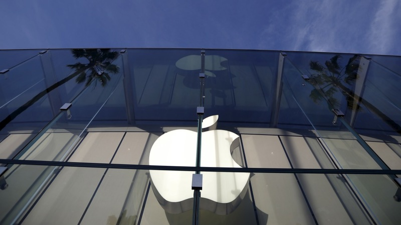 Poll: Public support for Apple in encryption fight