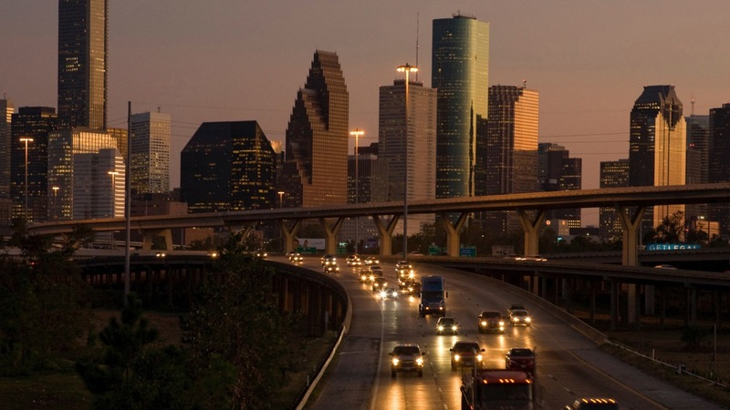 Oil price plunge hits home for Houston's richest