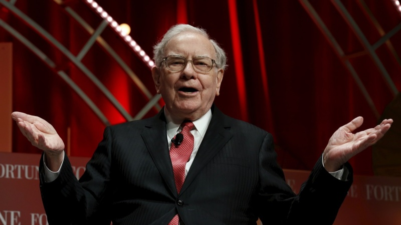 Warren Buffett takes aim at campaign trail over economy