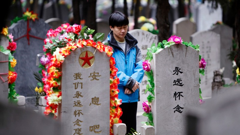 China tells dead to 'squeeze up or go green'