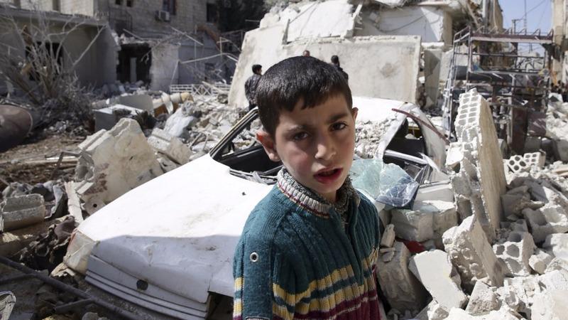 Syrians get aid, but peace talk hopes dim