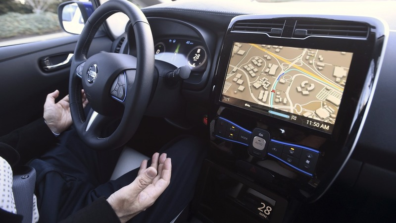 Carmakers struggle to keep pace with technology