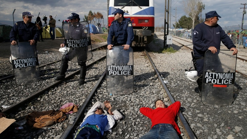 Migrants block train at Greece-Macedonia border