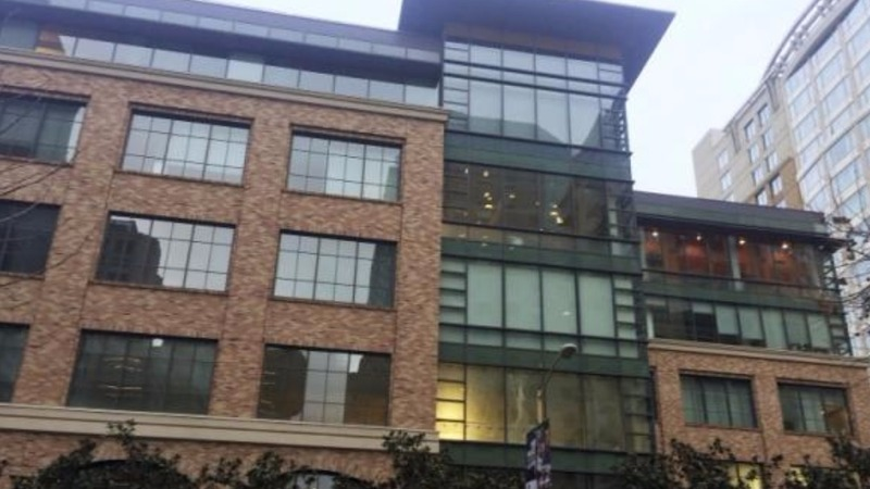 Apple plants flag in San Francisco with new office