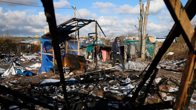 Iranian migrants decry Calais camp closure